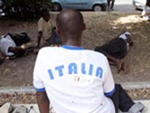 Giusto aiutare i migranti senza scordare gli italiani